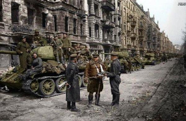 145 dans l 39 enfer de berlin 5 mardi 24 avril 1945 blog de carnets de guerre 39 45. Black Bedroom Furniture Sets. Home Design Ideas
