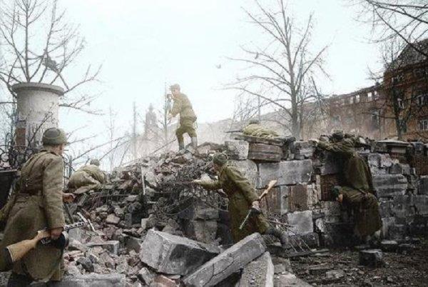 145 - Dans l'Enfer de Berlin 5 - Mardi 24 Avril 1945.