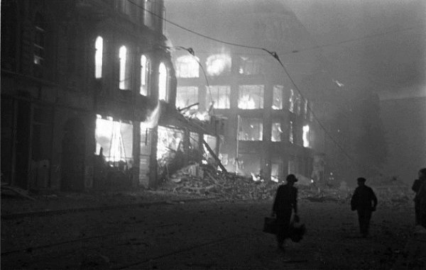 146 - Dans l'Enfer de Berlin 6 - Mercredi 25 Avril 1945, l'Assaut final .