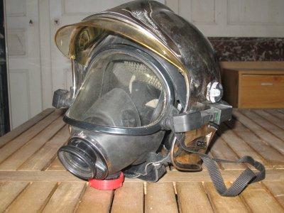 casque f1 avec son masque ARI