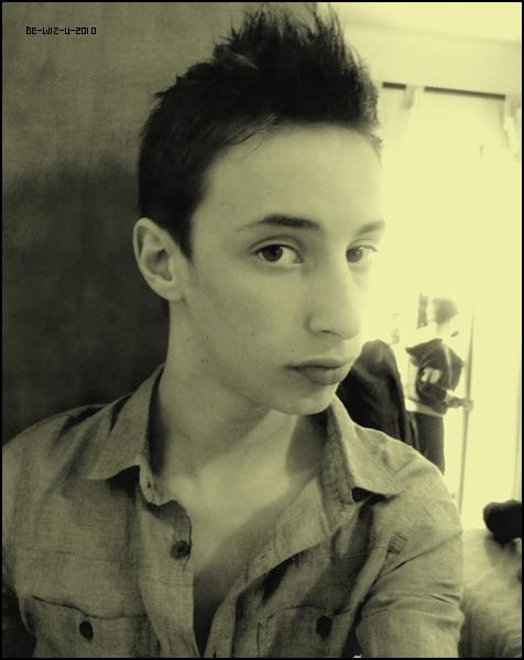 -  Nouvelle photo d'Etienne Mayer posté sur Facebook.     -   - Etienne c'est fait une coup de cheveux, pour ma part je trouve que sa lui va super bien et vous ?