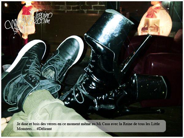 Michael Trevino, déjà deux rencontres (surement mythiques) avec la reine de la pop Lady Gaga !Il y a quelques jours Michael avait informé via son twitter qu'il mangeait avec Lady Gaga en joignant une photo de leurs chaussures. Nous apprenons aujourd'hui que Michael a revu Lady Gaga le 29/09 à l'occasion d'un match de baseball. Il y avait également Taylor Kinney (le petit ami présumé de la reine de la pop) ainsi que Jenna Ushkowitz la chérie de notre Michael. Ces rencontres nous montrent que Michael est vraiment rentré dans la cour des grands et qu'il peut maintenant fréquenter les plus grandes stars américaines !