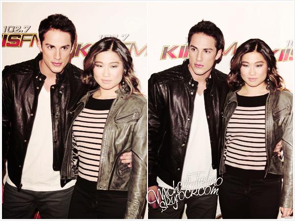 03/12/11 - Michael et Jenna (sa chérie) étaient au « KIIS FM'S Jingle Ball 2011 » dans la belle ville de Los Angeles !