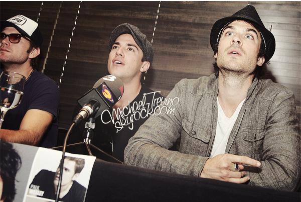 """04/05/12 - Michael avec Ian et Matt donnant une conférence de presse à la convention """"BloodyNight"""" en Espagne !"""