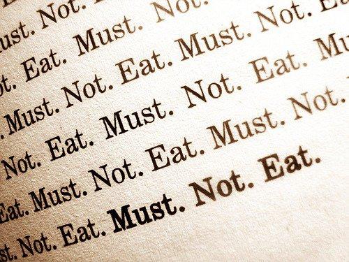 On mange pour oublier. Au final on n'oubli rien, on prend 20 kg, de mauvaises habitudes, on fini obèse et boulimique, mais on n'a rien oublié...