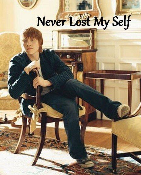 """""""  - Tu as de la chance, Weasley, Potter a dû voir une pièce de monnaie par terre, dit Malefoy. Ron bondit comme un ressort. Avant que Malefoy ait eu le temps de comprendre ce qui lui arrivait, Ron l'avait jeté à terre et le maintenait immobilisé. Neville hésita un instant, puis il emjamba le dossier de son banc pour lui prêter main forte."""""""