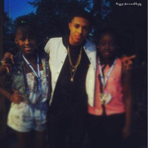 22 Juin 2013: Diggy était à New York pour y donner un concert en compagnie des Omg Girlz, Jacob Latimore et Trevor Jackson Il en a profiter pour posé avec ses fans (désolé pour la qualité des images)