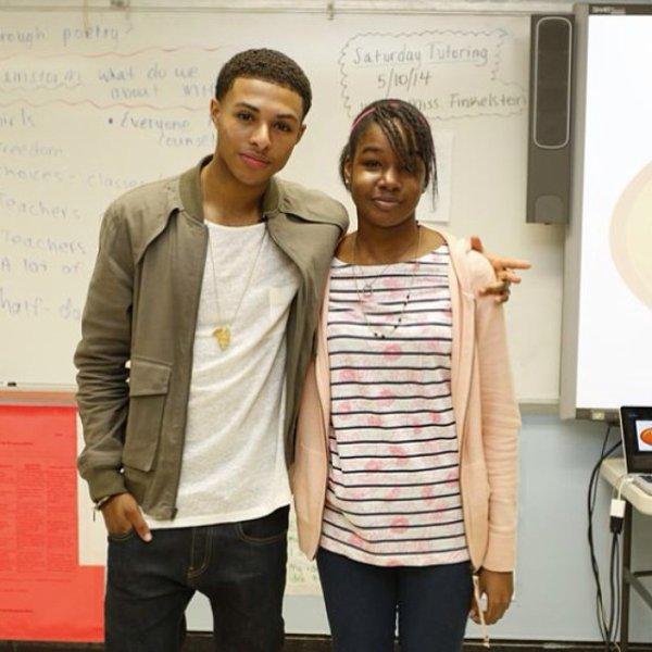 9 Mai 2014: Diggy s'est rendu au New Era Academy à Baltimore (Get Schooled) pour félicité une jeune fille son travail incroyable à l'école