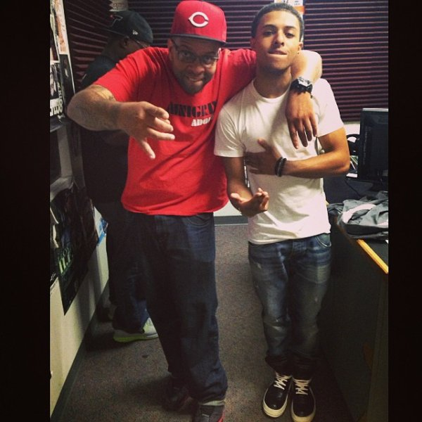 14 Juin 2014: Diggy s'est rendu dans une école de talents puis dans une radio, il a posté quelques photos