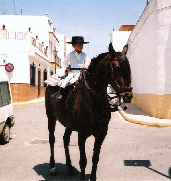 MI HIJO DAVID Y MI SOBRINA CARMEN DESDE CHICO SU PASION  LOS CABALLOS