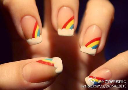Nail art en arc en ciel