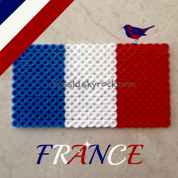 """Plus 500 millons personnes connaissent le mot """"France"""". Cet allégorie du drapeau de France est la Liberté, l'Egalité, la Fraternité."""