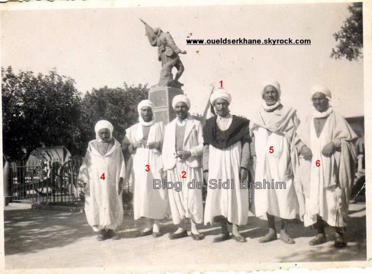 SIDI BRAHIM : un groupe de notables musulmans du village