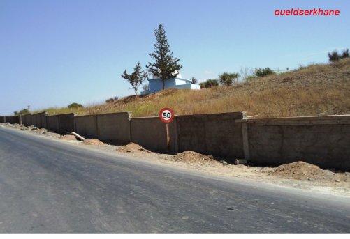 Sidi Brahim :La clôture  du cimétière .