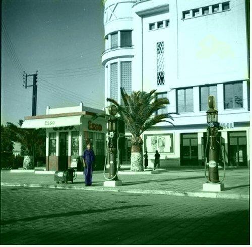 Le Lampo : Distributeur d'essence.