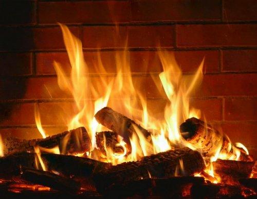 Quand l'hiver arrive, la nostalgie au feu de la cheminée revient. par Dr Douar