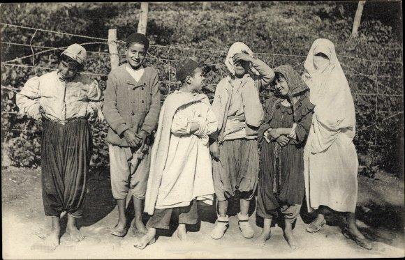 L'européen et l'indigène se côtoyaient mais chacun vivait dans son cocon.