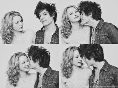 """Il y a une façon d'embrasser qui veut dire """"je t'aime"""" et une façon d'embrasser qui veut dire """"aime-moi"""". (François Lavallée)"""