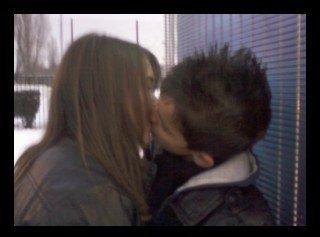 Un baiser,  C'est peu de chose mais,  C'est tout un poème, Lorsqu' il est donné, Par celui qu'on aime <3