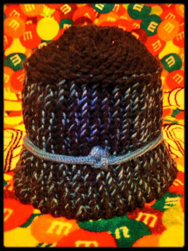 Le bonnet bleu de Charlotte aux fraises,l'autre est plus différents