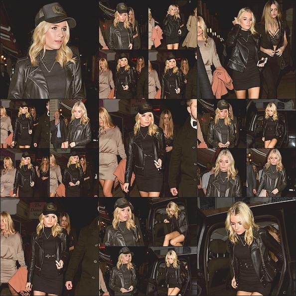 - 02/02/17 - Lottie Moss à était apperçue accompagnée d'amies dans les rues sombre de Londres. C'est dans une robe noire que Lottie et ses amies était dans Londres. J'aime beaucoup sa tenue. Je lui accorde un top. -
