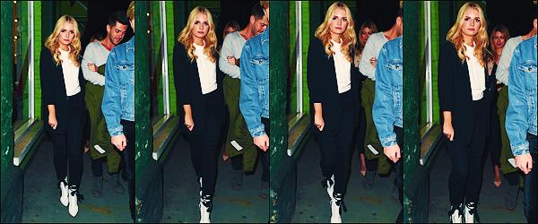 • 06 Avril 2017 || C'est toujours avec des amies et son petit copain que Lottie à était vu dans les rues de  Londres. C'est au bras de son copain, Alex que la belle mannequin blonde à était aperçue. J'aime beaucoup sa tenue, un top !  •