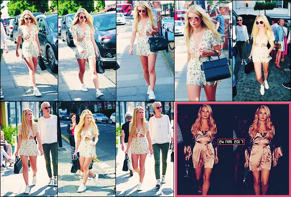 • 05 juin 2017 || Lottie à été vu sortant du restaurant « Blue Bird » accompagnée par des amis ainsi que par sa maman. Découvrez aussi une sortie de notre belle blondie datant du 24 mai. J'adore la tenue que porte Miss Moss, elle lui va à ravir !  •