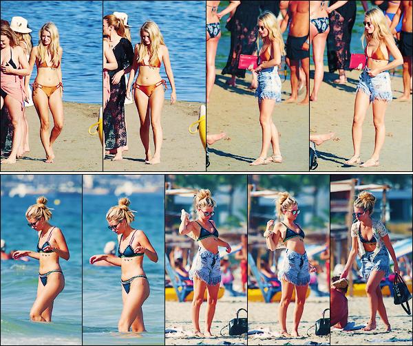 • 10 & 11 juillet 2017 || Notre mannequin blonde à été vu sur la plage profitant du soleil Espagnole d'Ibiza ! Peu de photos de notre anglaise Charlotte Moss. J'aime beaucoup ses maillots de bain. Un petit top à notre Blondie.  •