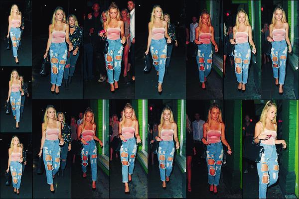 • 02 aout 2017 || Lottie à été photographier arrivant à la boite de nuit, l'Embargo accompagnée par ses amies à Londres. Notre mannequin profite pleinement de ses amies pour sortir dans la capitale anglaise. Un top pour la tenue de notre blondie.  •
