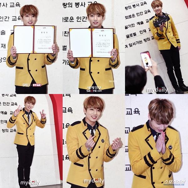 #Appearance - Jungkook accompagné de BTS, à sa remise de diplôme