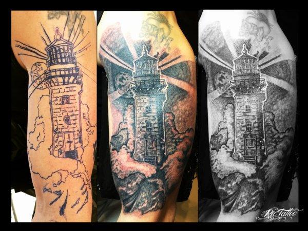 Ric Tattoo 06.19.88.58.27 / 04.91.50.80.04 /// Phare / Lighthouse / Vagues / Mer / Lune / Lueur / Lumière.