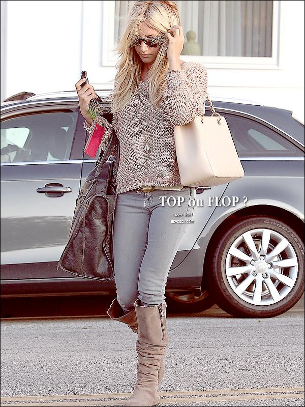 - 9 Aout 2011 : Cheveux au vent, Ash a été repérée quittant le salon de coiffure « Byron And Tracey » à Beverly Hills.   -
