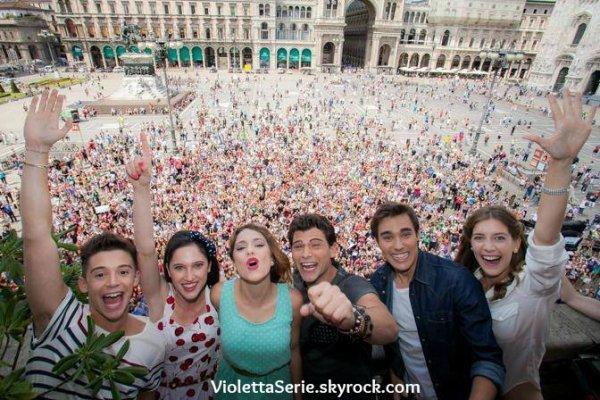 Les acteurs de violetta et la foule