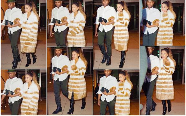 - Notre ravissante Ariana Grande a été aperçue alors qu'elle quittait son hôtel situé à New-York.• '-15/03/16-' C'est au bas d'un ami et bien vêtue d'un gros manteau que nous retrouvons Ariana pour la deuxième fois de la journée. J'accorde un top.