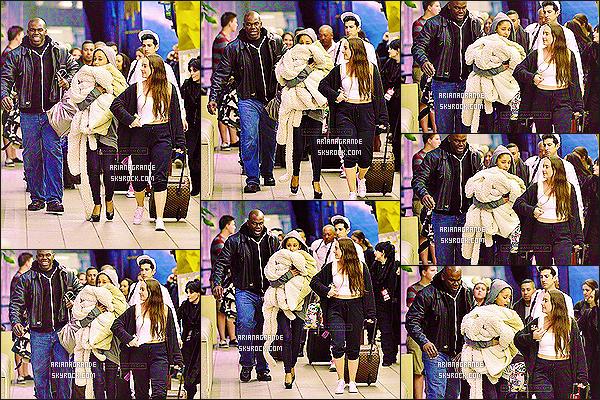 ' 07/12/14 : Ariana Grande a été photographié lorsqu'elle arrivait à l'aéroport d'Orlando situé en Floride.  Ariana semblait fatiguée puisqu'elle se cachait visiblement le visage à l'aide d'un peignoir blanc. J'aime assez bien sa tenue du peu que l'on voit. '