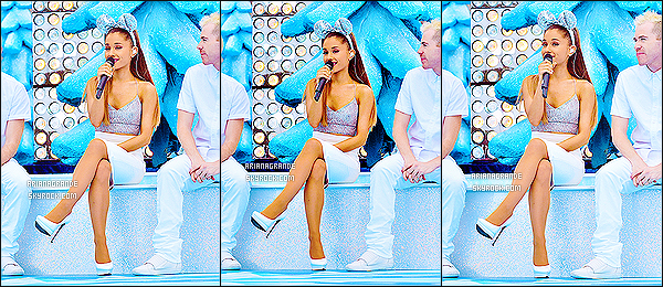 ' 07/12/14 : Ariana G. a réalisée une performance au « Disney World Resort » lors de la parade de Noel  Ariana a interprété plusieurs chansons de Noel lors de cette occasion. Je la trouve parfaite, c'est pour moi une de ses plus belles tenues de scène. '