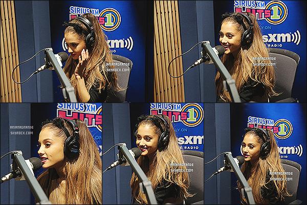 25/08/14 - Ariana Grande était présente dans les studios de la radio SiriusXM Hits dans la ville de Los Angeles.  La jeune chanteuse continue la promotion de son -nouvel album. Elle était toujours aussi souriante et agréable. Joli top pour Mademoiselle Grande !