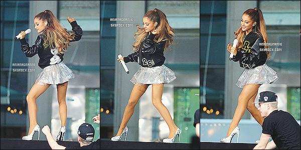 29/08/14 - La sublime Ariana Grande performait sur la grande scène du « Today Show » à New York City (USA).  Beaucoup de fans étaient venus applaudir la prestation d'Ariana. Quelques temps avant, Miss A. Grande a été photographiée en pleines répétitions.