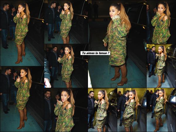 """'""""15.03.16''' ─ Ariana Grande a été aperçue accordant un peu de temps à ses fans alors qu'elle se trouvait à NY. En effet, notre jeune chanteuse n'a pas hésité à prendre des selfies avec des fans qui se trouvaient sur place pour accueillir comme il se doit Ariana ![/alig fen]"""
