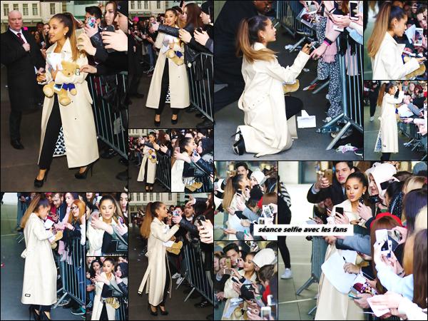 """'""""30.03.16''' ─ Miss Ariana a été photographiée devant les studios de la BBC Radio 1 dans la ville de  Londres. Un grand nombre de fans étaient là, dans le but de pouvoir rencontrer la chanteuse ... Cette dernière a pris des photos avec beaucoup d'entre eux ![/alig fen]"""