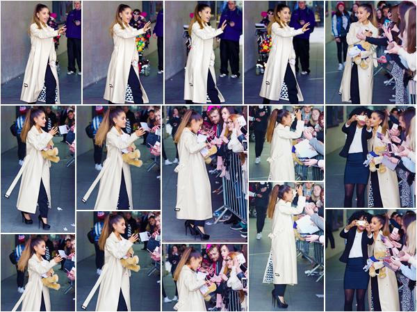 """'-'""""30.03.16''' ─ Miss Ariana a été photographiée devant les studios de la BBC Radio 1 dans la ville de  Londres. Un grand nombre de fans étaient là, dans le but de pouvoir rencontrer la chanteuse ... Cette dernière a pris des photos avec beaucoup d'entre eux ![/alig fen]"""