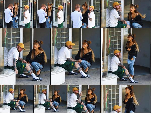 """'""""25.08.16'''' ─ Ariana G. a été aperçue  quittant Shamrock Social Club avec Mac Miller dans  West Hollywood. La jeune chanteuse est vraiment adorable sur les clichés. J'adore trop sa tenue (bien qu'elle soit assez simpliste) ! Et toi, tu aimes ?! Donne ton avis ![/alig fen]"""