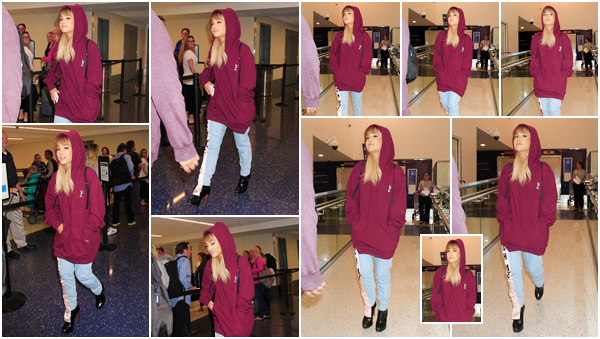 """'''""""15.09.16''' ─ Ariana a été photographiée en arrivant à l'aéroport LAX qui se situe dans la ville de Los Angeles. Notre chanteuse portait une tenue plutôt loose avec un sweat à capuche assez large et un jeans boyfriend, le tout avec ses incontournables talons !"""