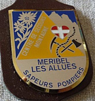 INSIGNE DE MERIBEL LES ALLUES  DE MODANE ET ST ALBAN LEYSSE 73