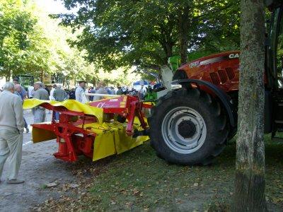 tracteur case et faucheuse frontale aussi arrière pottinger