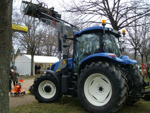 NEW HOLLAND T 6050 ET PRESSE NEW HOLLAND