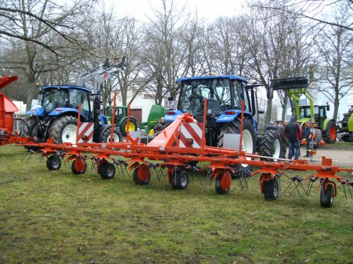 NEW HOLLAND T5040 ET FANEUSE KUHN