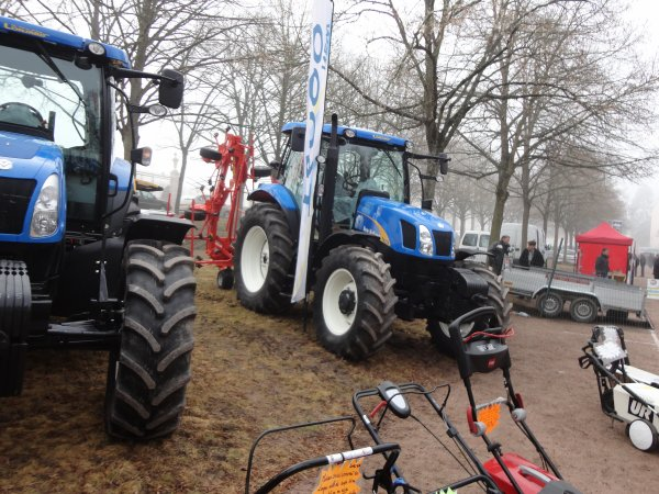 new holland t6020 et ca faneuse kuhn
