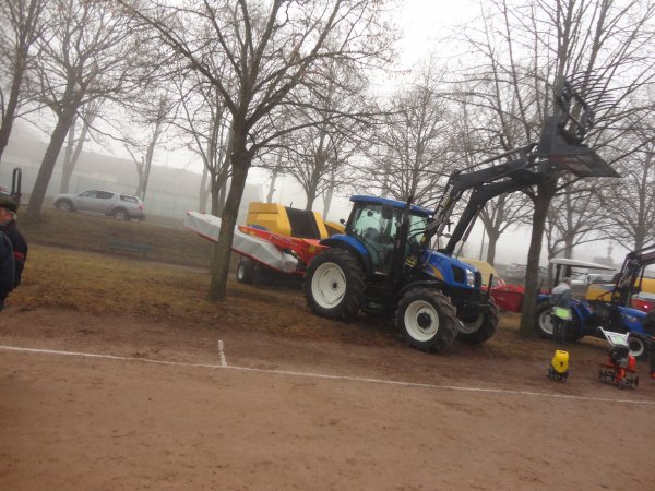 new holland t6020 avec ca faucheuse kuhn gmd 3510
