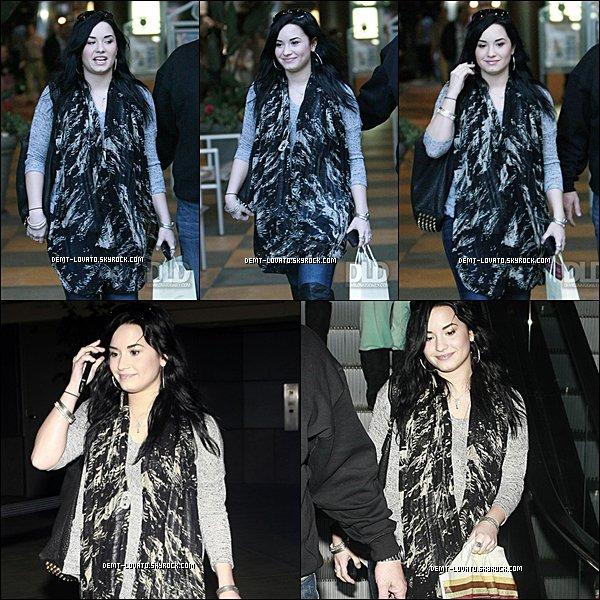 . 30 janvier 2011 / Miss Demifaisant son shopping bien entourer despapa razzie Gros Top .